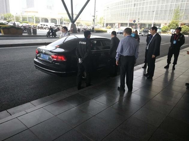河南省委领导在现场视察工作,蓝盾保安保驾护航